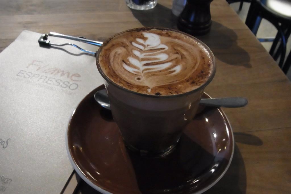 ケアンズのカフェFRAMEにて マルゾッコで入れたカプチーノ