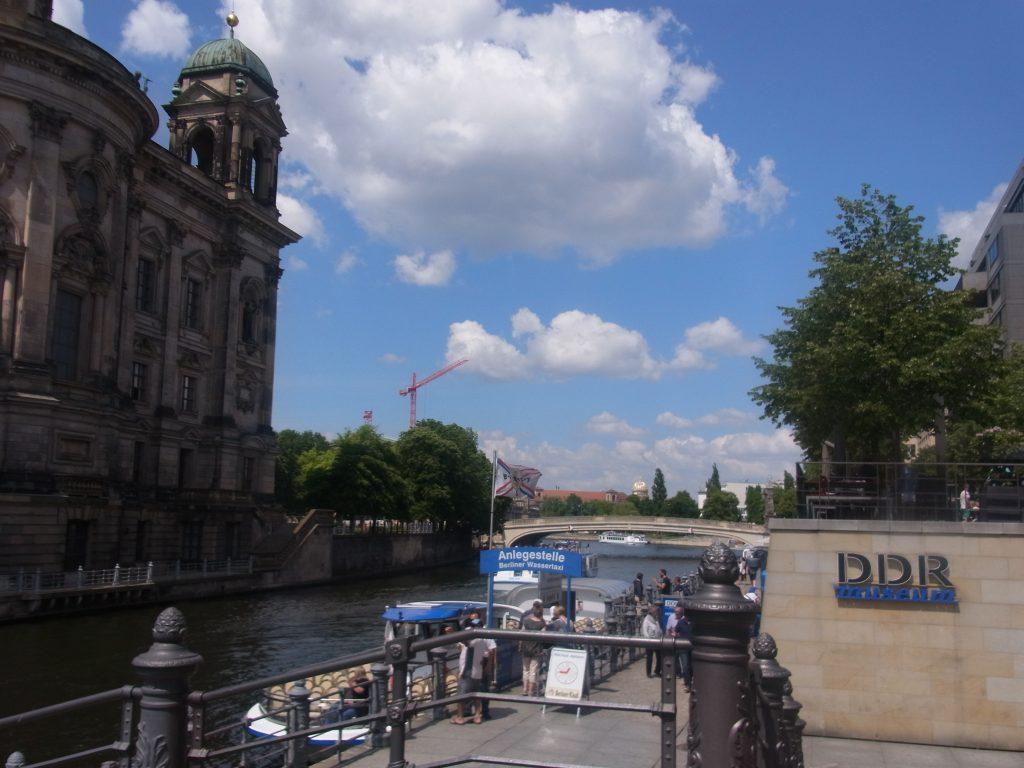 ベルリン大聖堂とシュプレー川